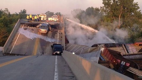 ht missouri train crash jt 130526 wblog Officials Investigate Missouri Train Collision That Caused Highway Overpass Collapse