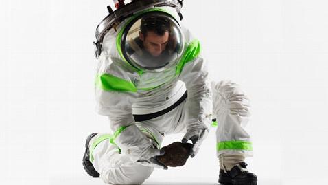 ht nasa z1 space suit ll 121219 wblog Instant Index: Bank Robbers Dangerous Escape From Prison