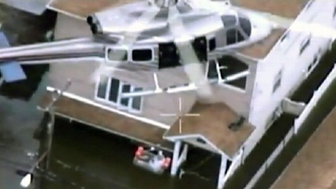 ht nypd helicopter staten island rescue ll 121031 wblog NYPD Videos Show Rooftop Rescues of Storm Victims
