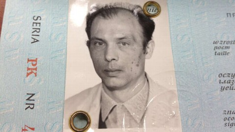 ht passport photo dm 121122 wblog Philadelphia Bus Driver a Polish Hero