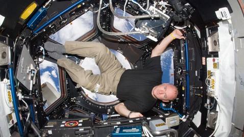 ht scott kelly space mi 121126 wblog Scott Kelly to Spend a Year in Space