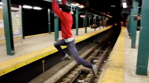 ht subway platform jump ll 120612 wblog Dangerous Subway Jump Caught On Tape