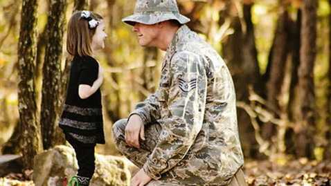 ht tebbeharris daughter jef 121105 wblog Operation: Love Reunited, Helping Military Families Cope Through Pictures