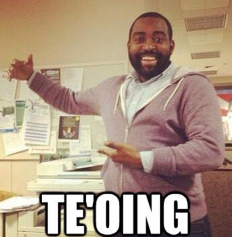 ht teo black man meme jef 130117 wblog Manti Teo Girlfriend Hoax: Twitter Runs Wild With Jokes and Teoing Memes