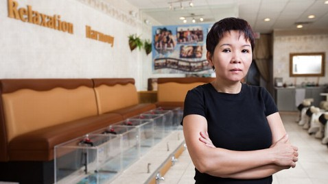 ht vong mi 130115 wblog Arizona Woman Defends Fish Pedicure Business in Court