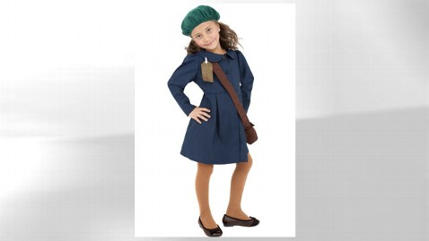 ht world war evacuee jef 111028 wblog World War II Evacuee Costume Sparks Outrage Online