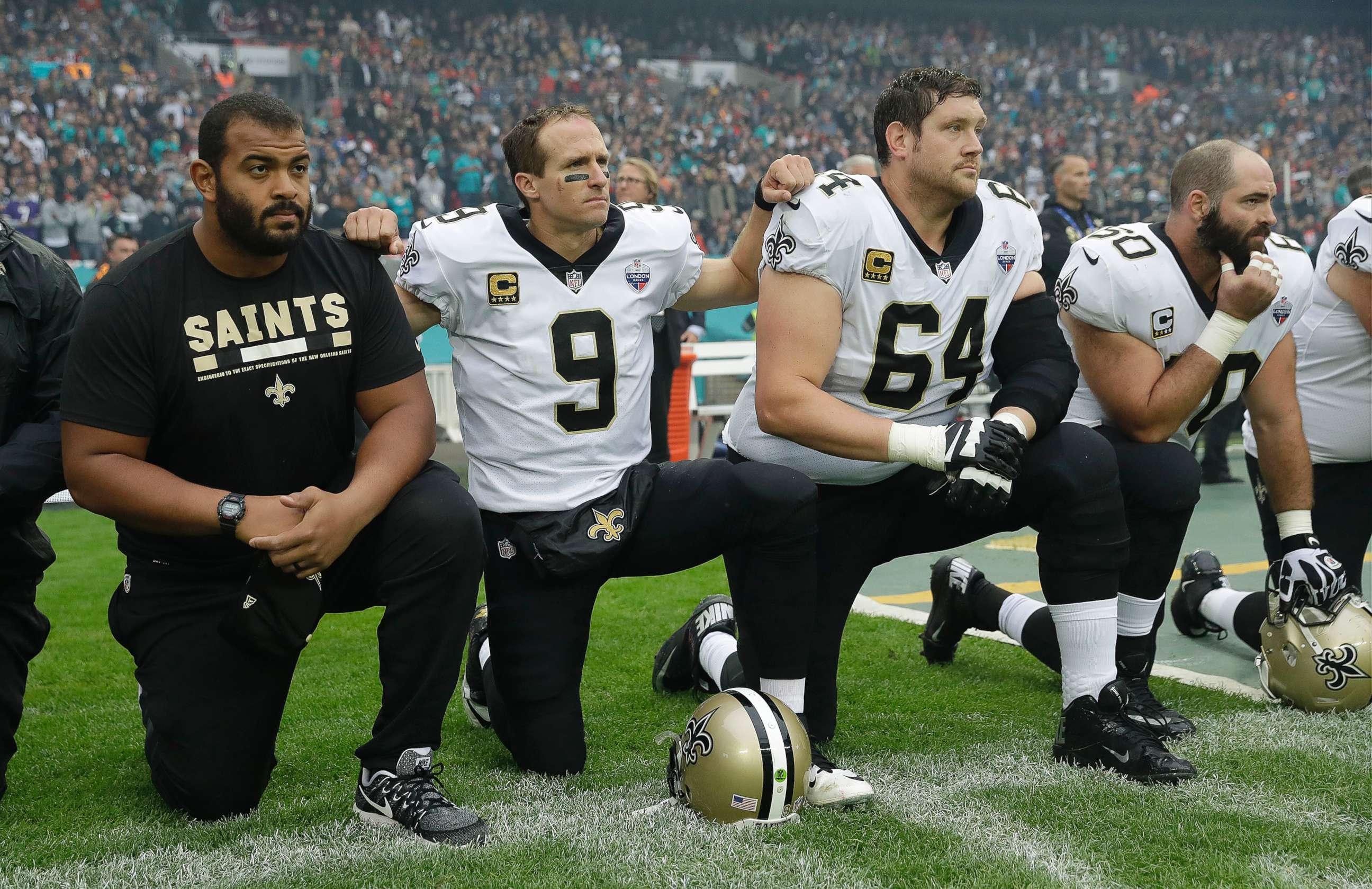 PHOTO New Orleans Saints quarterback Drew Brees 9 kneels down