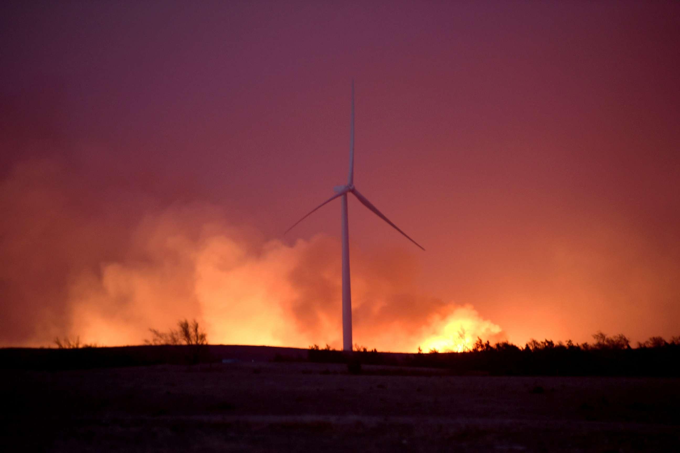 PHOTO: The Rhea fire rages behind a wind farm near Seiling, Oklahoma, April 17, 2018.