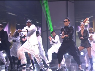 "VIDEO: Justin Bieber won big and there was a special ""Gangnam Style"" performance by MC Hammer."