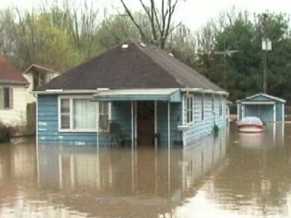 VIDEO: Missouri and Mississippi are in state of emergency because of severe weather.