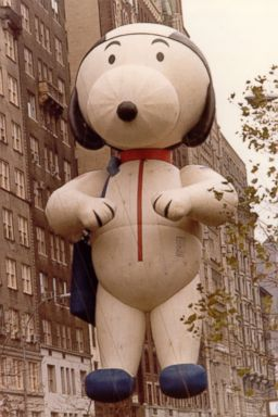 ht snoopy astronaut float ll 131112 2x3 384 Snoopy Gets a Face Lift in Macys Thanksgiving Parade